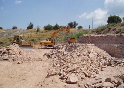 Demolició de terreny rocós